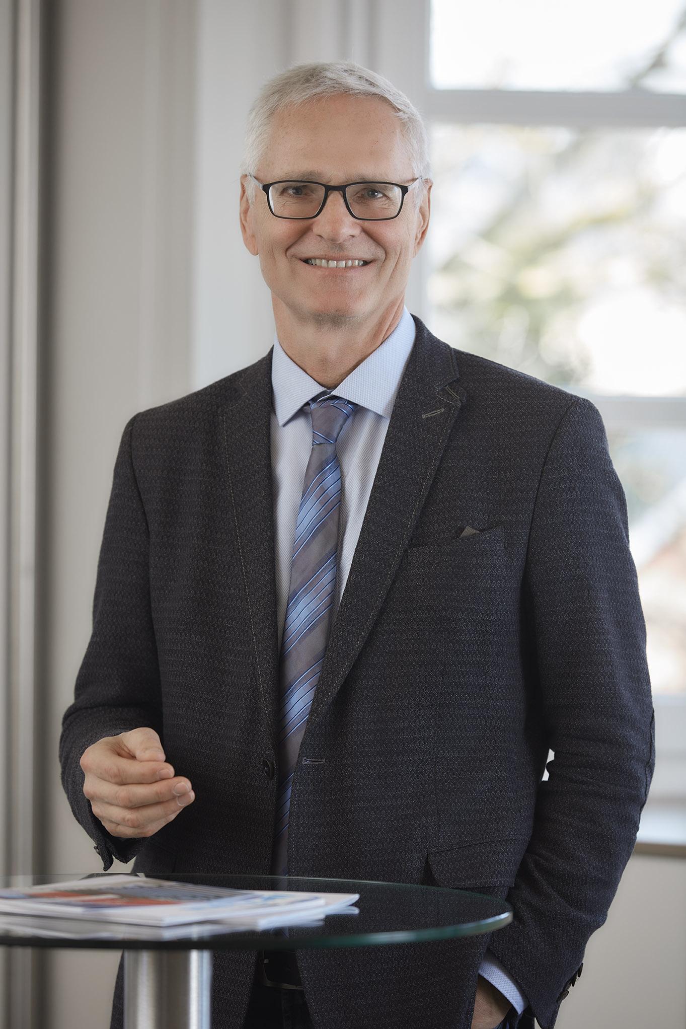 Portrait Dr. Rainer Wettreck, Vorstandsvorsitzender Diakoniewerk und Beirats-Vorsitzender ISCO